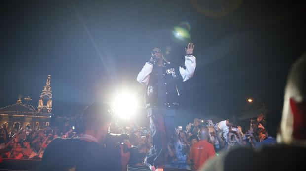 Snoop  Dogg delights the crowd.