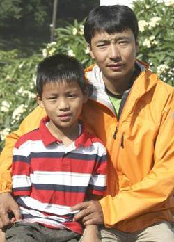 Nepalese climber Pemba Dorje Sherpa, who holds the record for the fastest ascent of Mount Everest, with his nine-year-old son Tseten Sherpa in Kathmandu. Photo: Prakash Mathema/AFP
