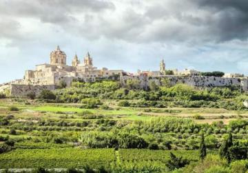 Nobles and landlords, most of whom resided in Mdina, were despicable tyrants, and consequently despised by common people. This explains why the impoverished populace received the mighty Order of St John with acclamation and great expectation in 1530.