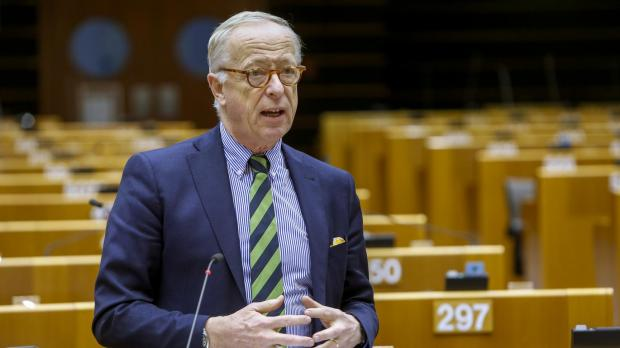 Mr Hökmark was left unimpressed by the presentation. Photo: European Parliament