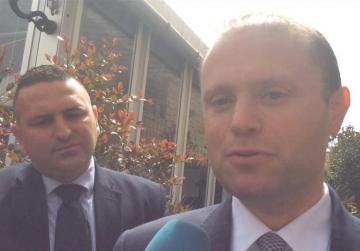 PM dismisses calls to step aside