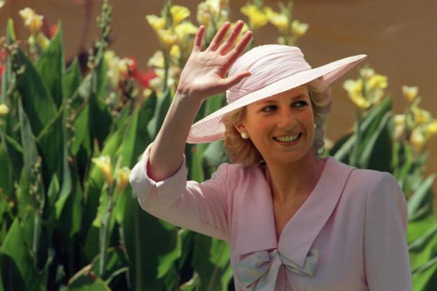 princess diana makes dramatic debut in the crown princess diana makes dramatic debut in