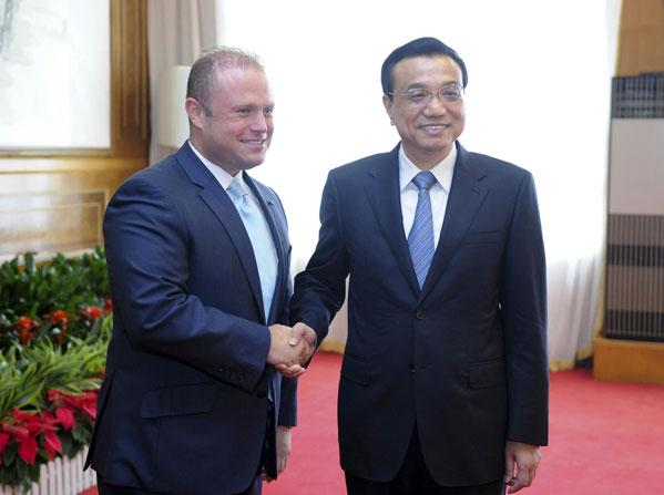 Chinese Premier Li Keqiang meets with Prime Minister of Malta Joseph Muscat on the sidelines of the Summer Davos meeting, in Dalian of Northeast China's Liaoning province, on September 11, 2013. Photo: Xinhua.