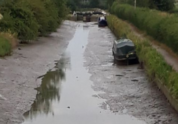 Boats left high and dry after lock gates left open by mistake