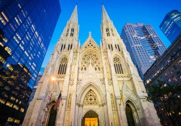 Police arrest man carrying gasoline into New York's St Patrick's Cathedral