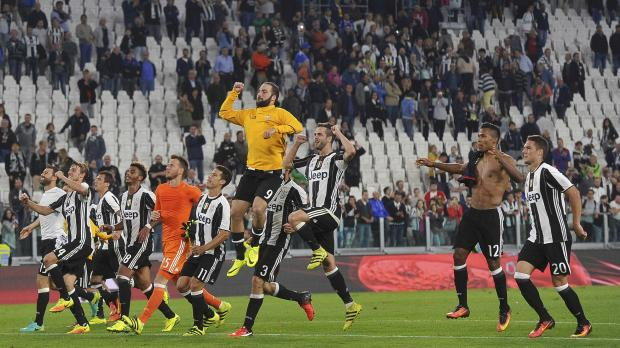 Juventus' celebrate at the end of the match against Cagliari. Photo: Giorgio Perottino, Reuters