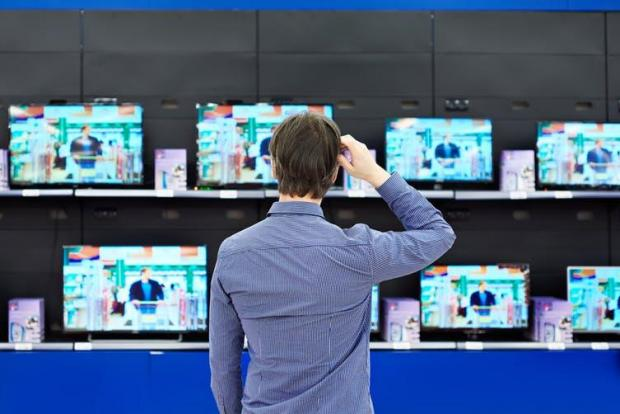 Do you really need a new TV?  Sergey Ryzhov / Shutterstock