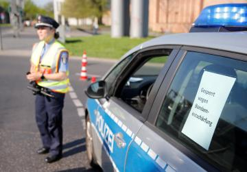 Police evacuate central Berlin to defuse WW2 bomb, disrupting transport