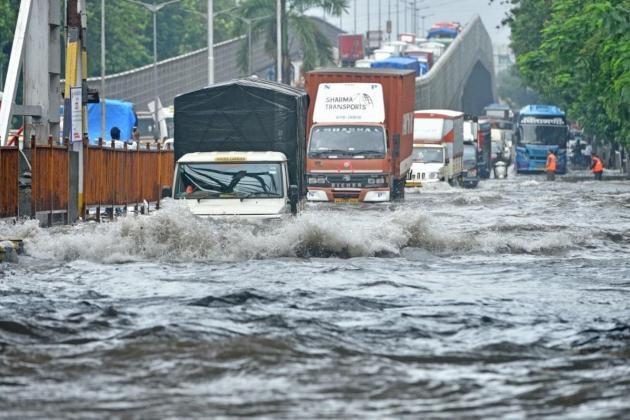 Frantic search for toddler who fell into Mumbai drain