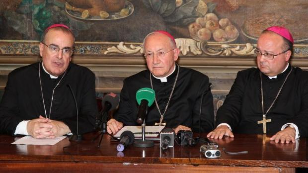 Archbishop Cremona, Bishop Cavalli and Mgr Scicluna at this morning's press conference. (Photocity)