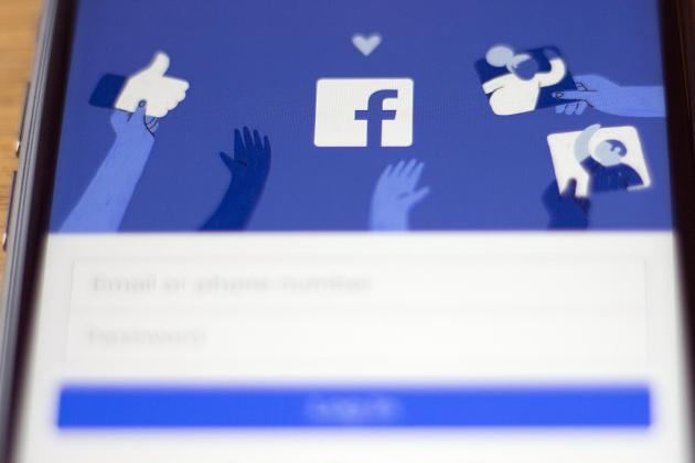 Friend of a friend: Facebook brings dating service to US