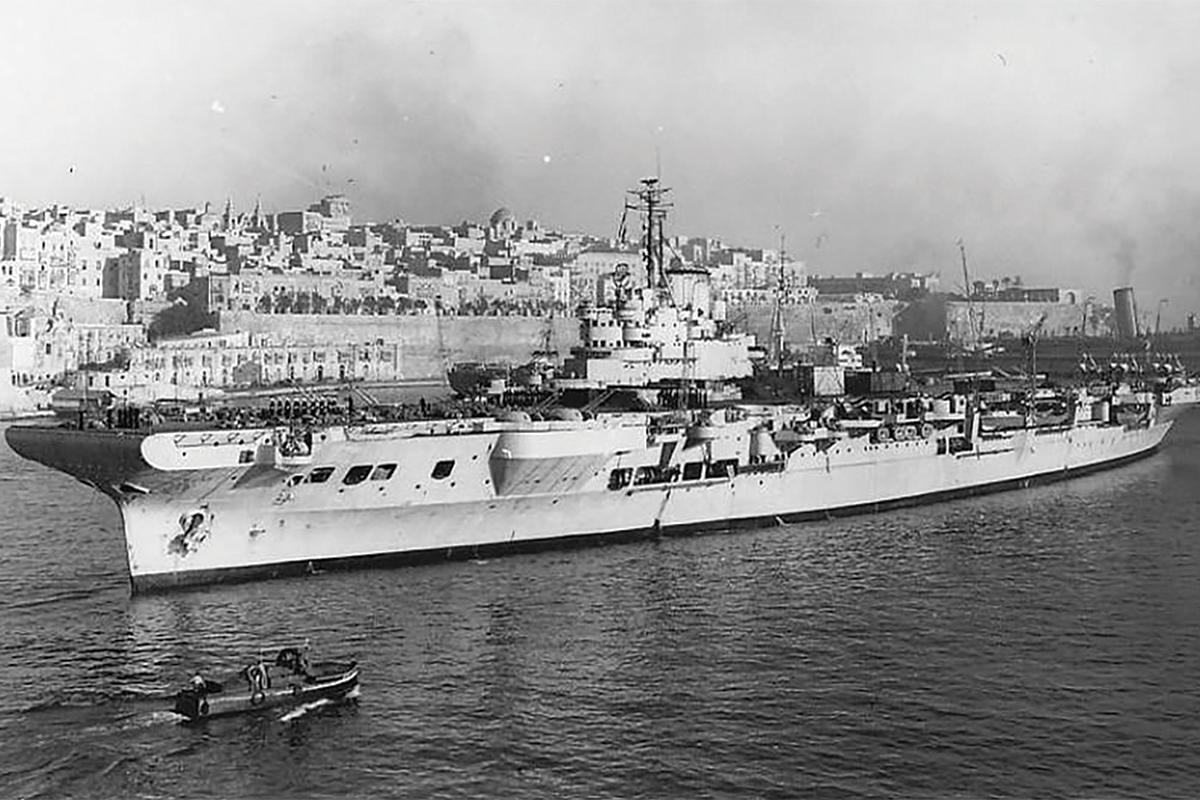 The British aircraft carrier HMS Illustrious. Source: pl.pinterest.com