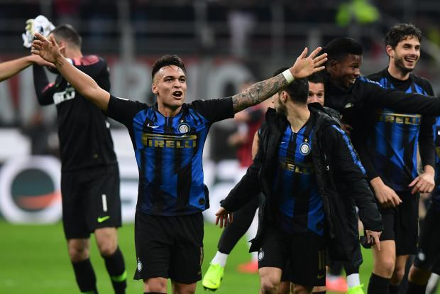 Lautaro Martinez celebrates Inter's victory in the derby against Milan.