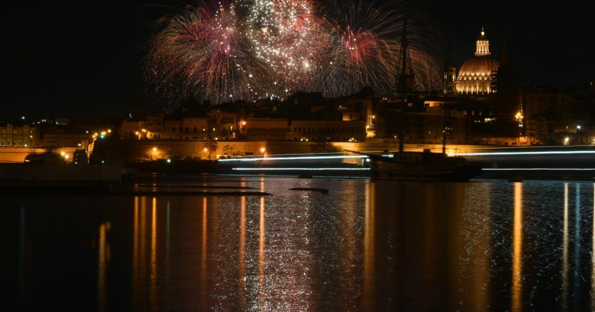Malta Fireworks Special colours the skies