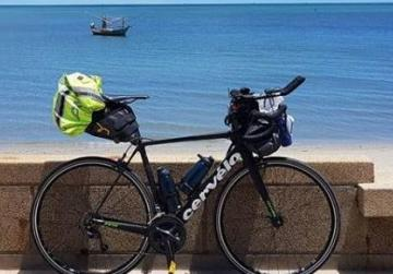 Teen in round-the-world cycle challenge ends up without a bicycle