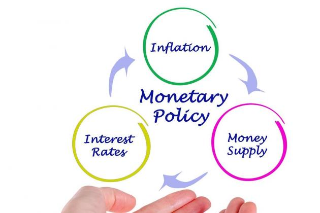 Yields and monetary policies