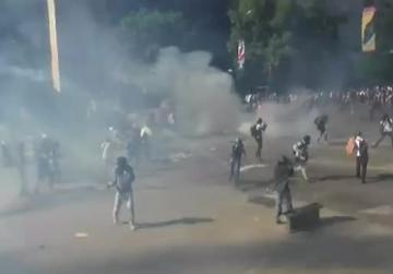 Violent clashes mark 50th day of protest in Venezuela