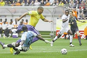 Ronaldo forces his way past Ghana goalkeeper Richard Kingston.
