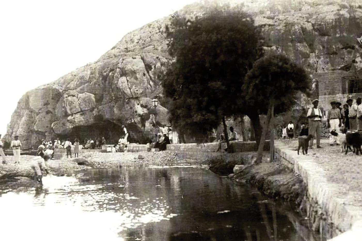 Locals at the bay in 1900. Photo: Joseph Karl Bajada of RetroGozo Facebook