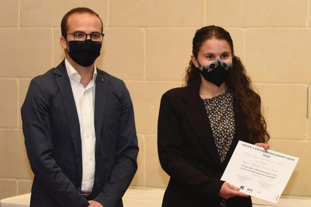 Young entrepeneurs awarded in Gozo for kinetic floor tile plan