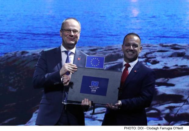 The EU Commissioner presented V18 chairman Jason Micallef with a commemorative plaque.