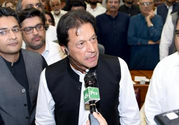 Pakistani lawmakers elect Imran Khan as new prime minister