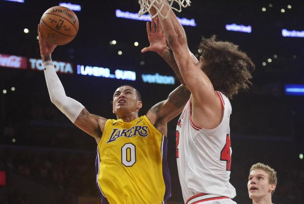 Los Angeles Lakers forward Kyle Kuzma (0) moves to the basket to score against Chicago Bulls center Robin Lopez.