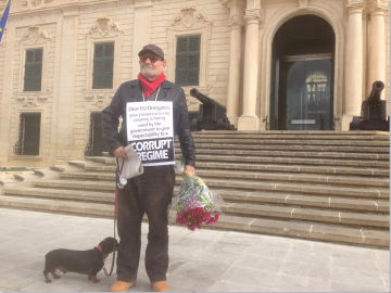 Salvu Mallia in his protest outside Castille this morning.
