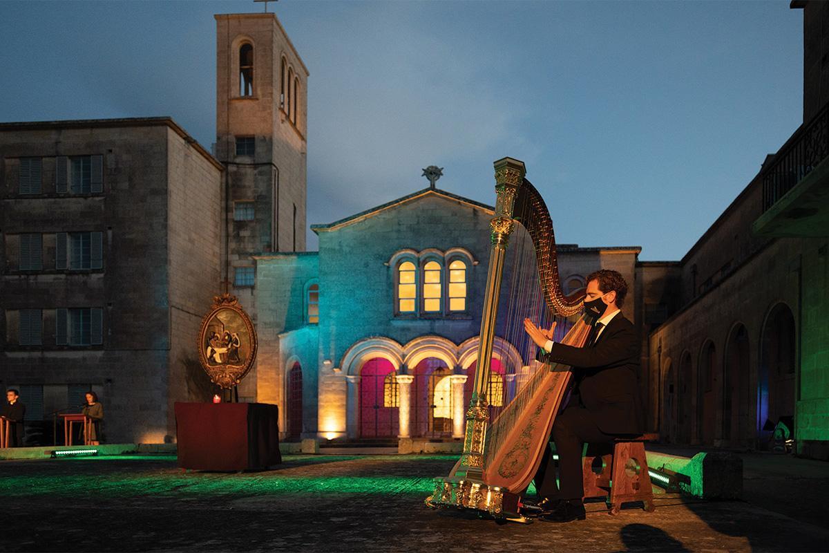 Harpist Jacob Portelli animating the Via Crucis.