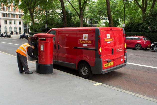 Royal Mail goes to court to block pre-Christmas strike