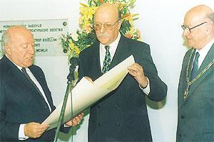 President De Marco reading the citation accompanying the award of the Gold Medal to Judge Giovanni Bonello (centre), as Paul Asciak, president of the Malta Society of Arts, Manufactures and Commerce, looks on