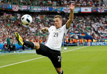 'Don't compare me to Lahm', says Germany's Kimmich