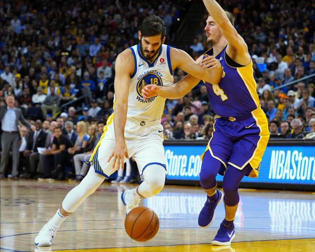 Golden State Warriors forward Omri Casspi (18) drives in against Los Angeles Lakers guard Alex Caruso (4) during the fourth quarter at Oracle Arena. Photo Credit: Kelley L Cox-USA TODAY Sports