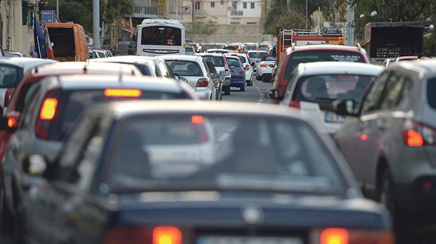 Road transport remains one of the main sources of air pollution. Photo: Matthew Mirabelli