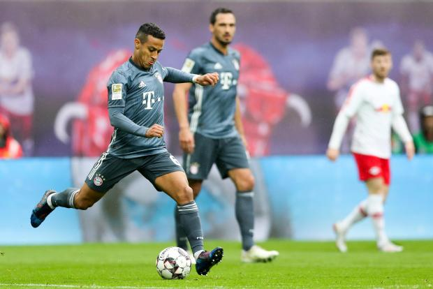 Thiago, player FC Bayern Munich, on the ball.