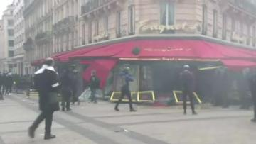 Paris stores looted in new 'yellow vest' riots