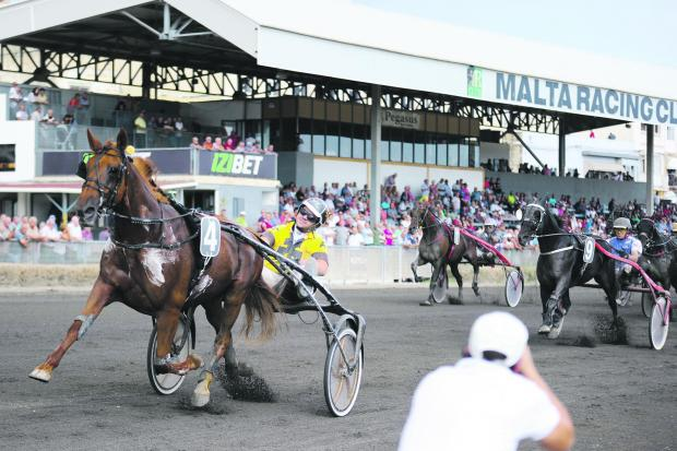 Unrefundable on its way to victory in the President's Cup heats.PHOTO: JONATHAN BORG