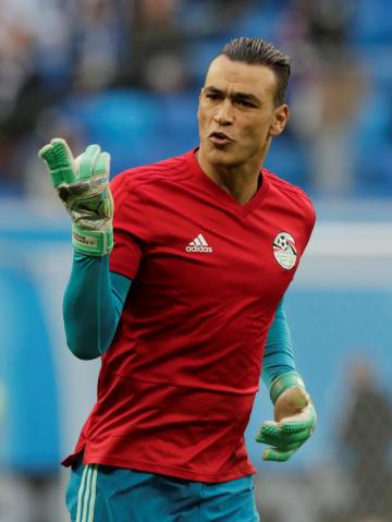 Essam El-Hadary warms up before Egypt's match against Russia. Photo: Reuters