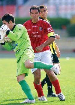 Ħamrun striker Stefan Sultana, who played his last match yesterday, watches as Qormi goalkeeper Matthew Farrugia grabs the ball. Photo: Ray Attard.