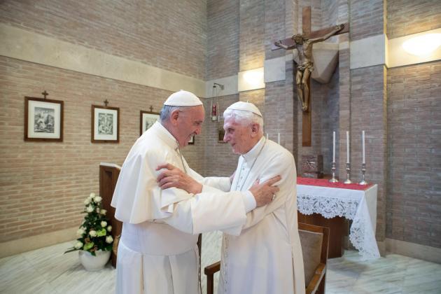 Pope Francis, ex-pope Benedict get virus vaccines - Vatican