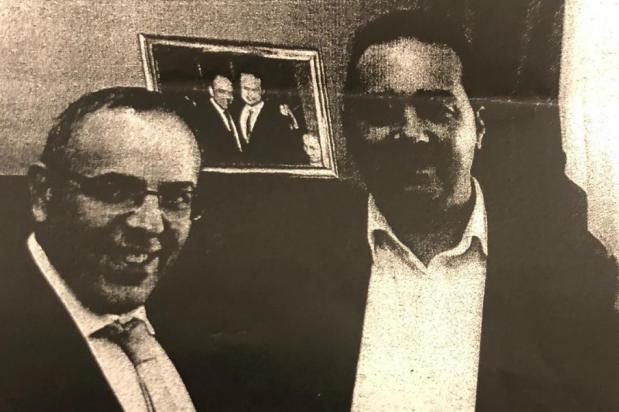 Keith Schembri (left) with Melvin Theuma (right).