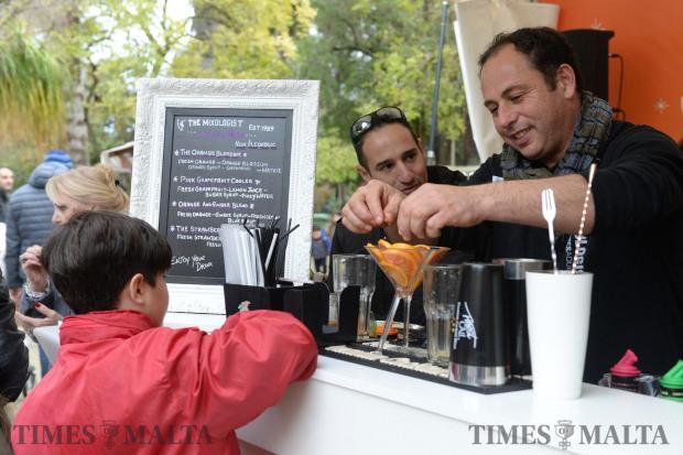 A vendor mixes a fruit cocktail at the annual Citrus Fest in San Anton on January 29. Photo: Matthew Mirabelli