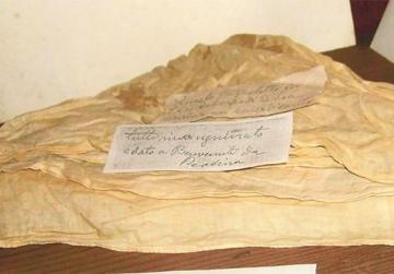 A blood-stained neckcloth and (right) a pair of shoes, both belonging to Parlar.