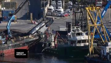 Watch: Capsized ship brought back to surface in Grand Harbour recovery operation