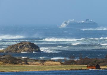 Norway airlifts 1,300 passengers from cruise ship