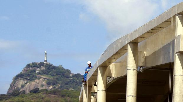 Men work on the Maracana Stadium, one of the stadiums hosting the 2014 World Cup matches, with Rio de Janeiro's Christ the Redeemer statue seen in background. Photo: Ricardo Moraes/Reuters
