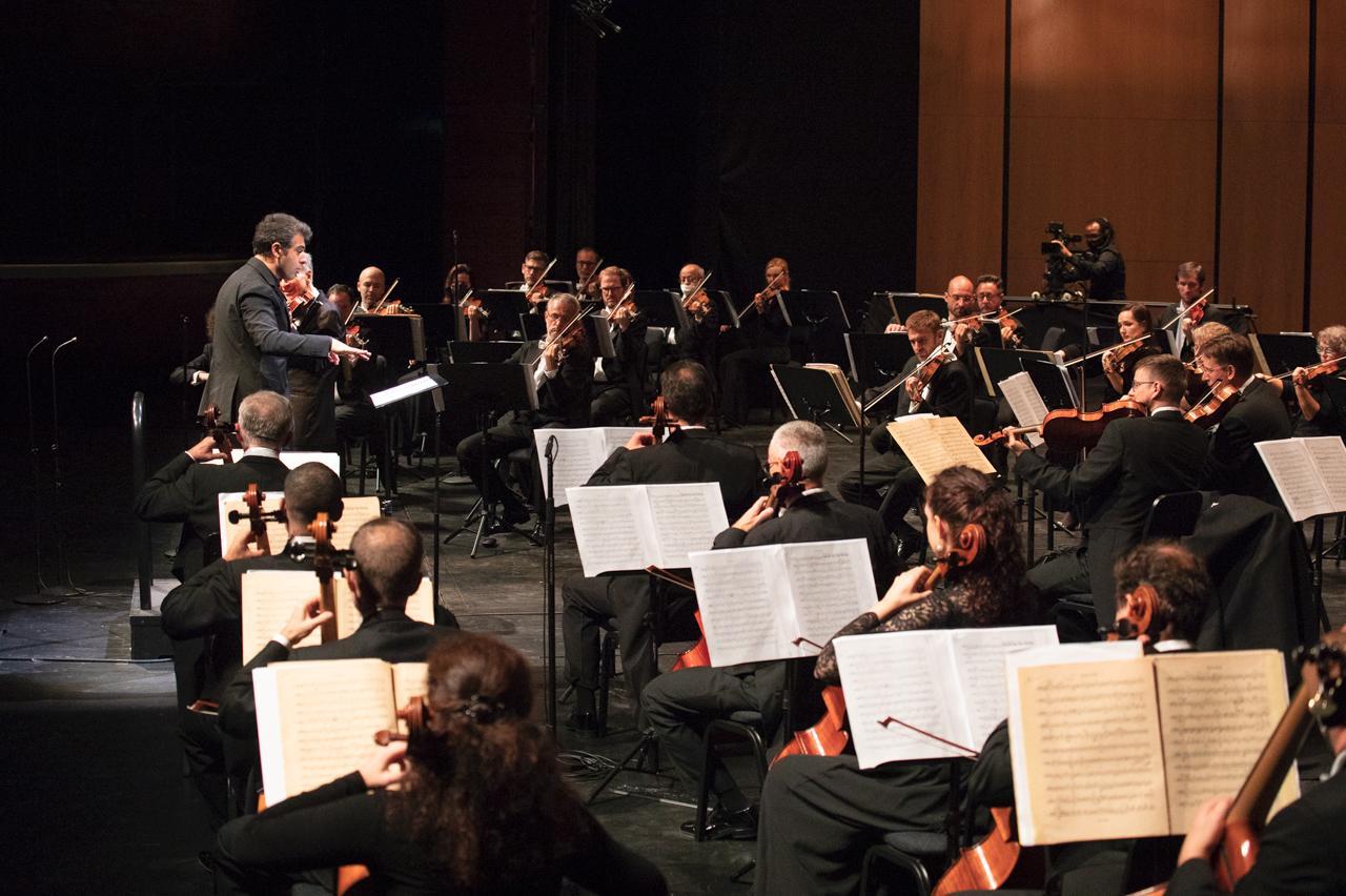 The Slovak Philharmonic Orchestra conducted by Sergey Smbatyan. Photo: Evgeny Evtyukhov