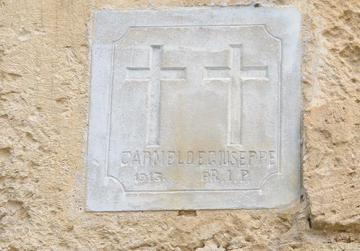A plaque in Cospicua in memory of Karmnu and Ġużeppi Baldacchino who died on October 16, 1913.