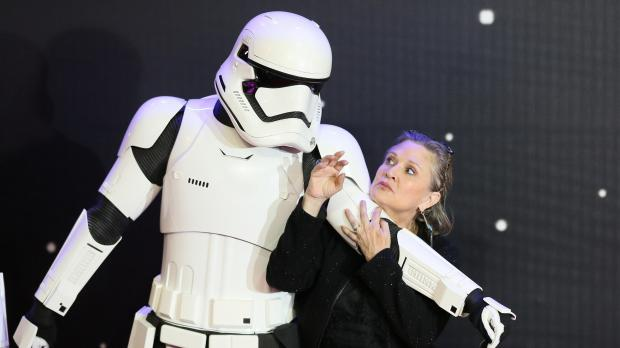 """Actor Carrie Fisher poses for cameras as she arrives at the European Premiere of """"Star Wars, The Force Awakens"""""""