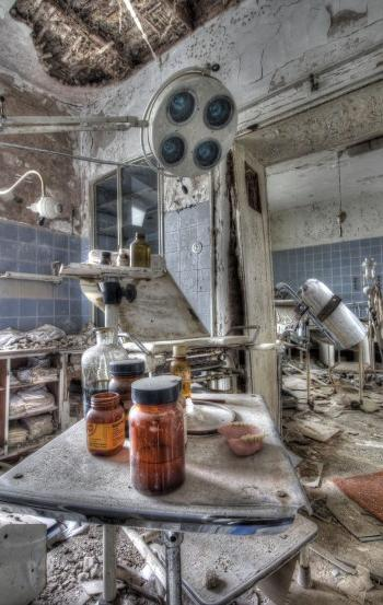 A German clinic lies derelict. Photo: Lyrix